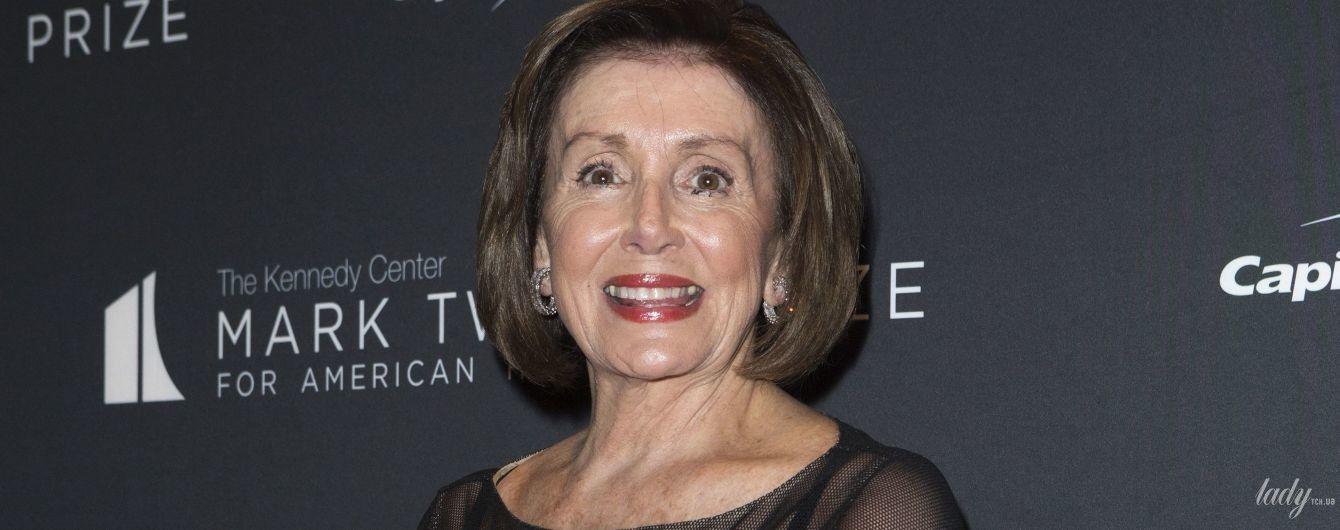 В элегантном платье и на шпильках: вечерний образ спикера палаты представителей США