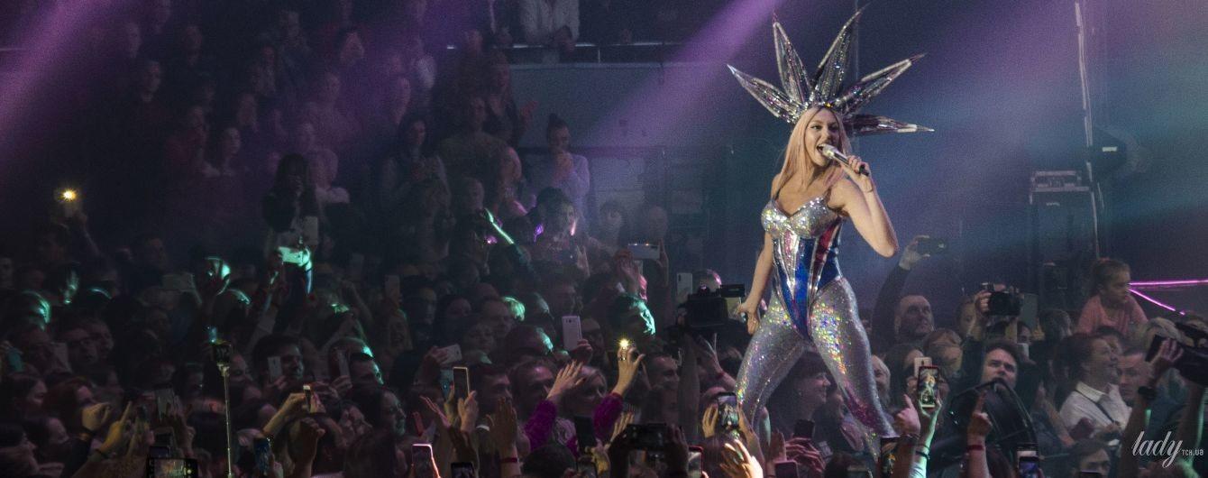 Роскошные образы, энергичными танцы и любимые хиты: Оля Полякова с аншлагом выступила в Киеве