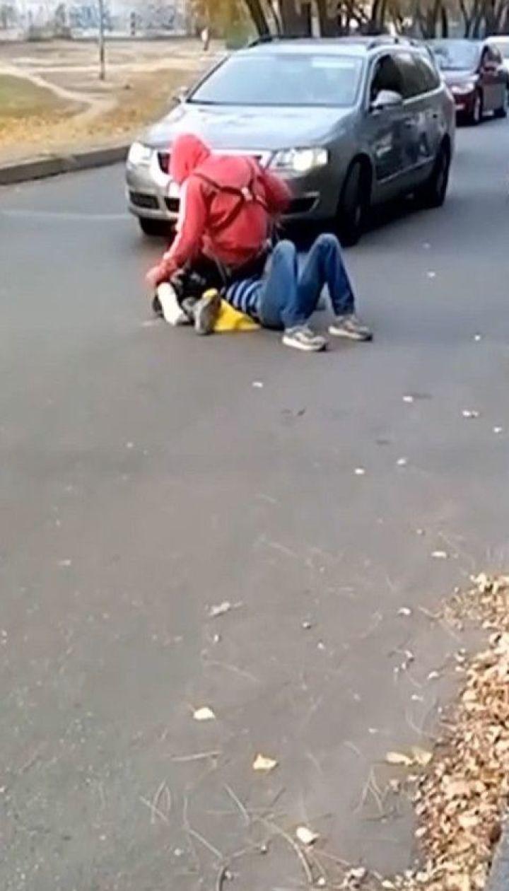 П'яний чоловік обстріляв із пневматичного пістолета перехожу у Києві