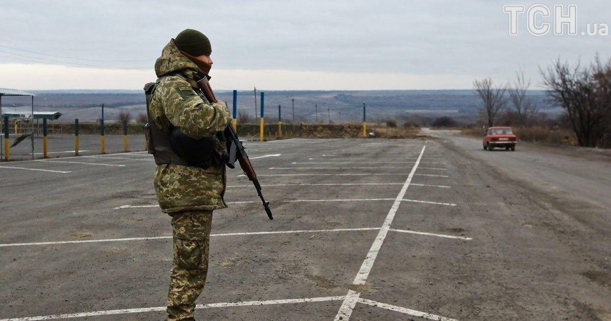Боевики обстреляли КПВВ Майорск: люди были вынуждены бежать к украинским военным за убежищем