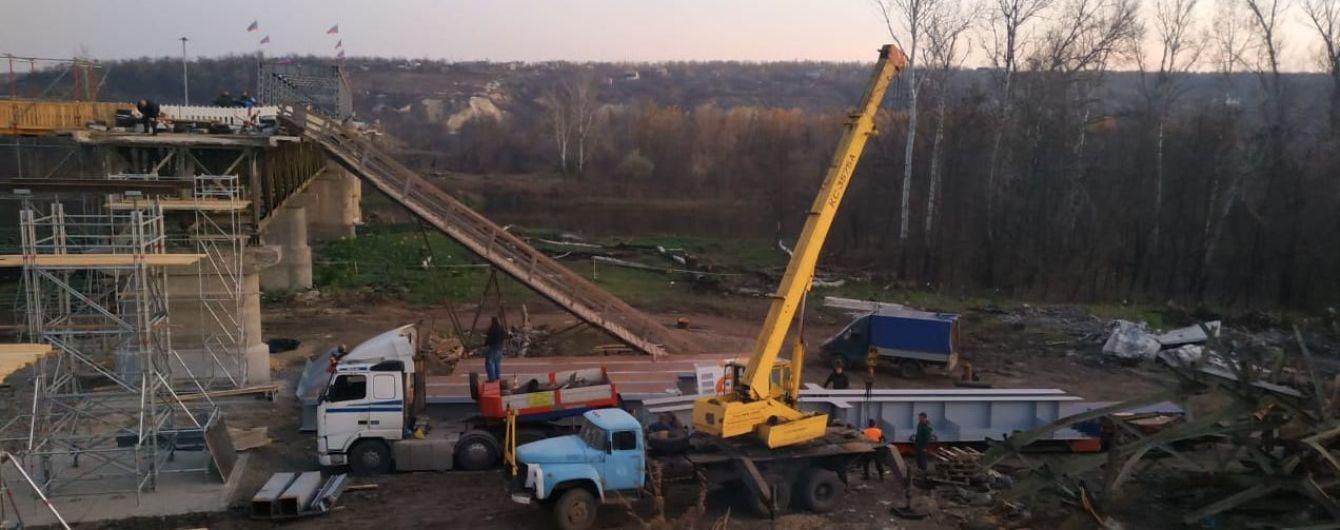 В Станице Луганской открыли пешеходный мост