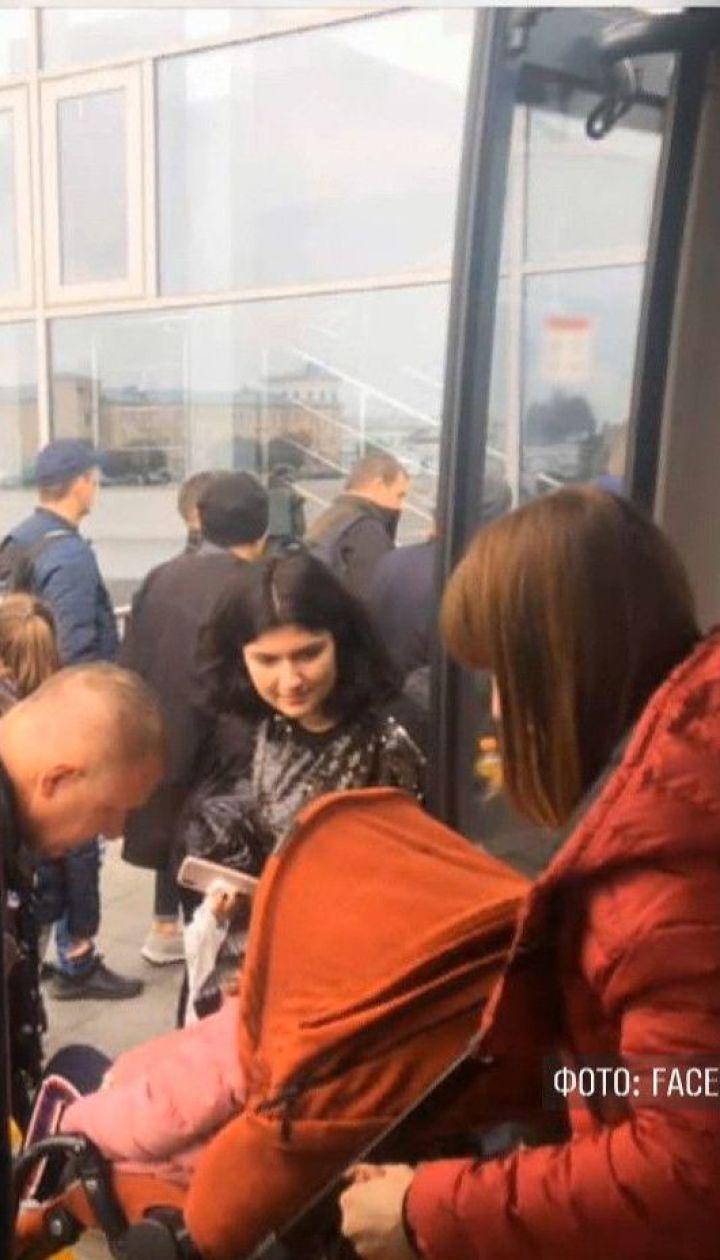 Пацієнтів лікарні і пасажирів аеропорту евакуйовували через фейкові мінування у Києві
