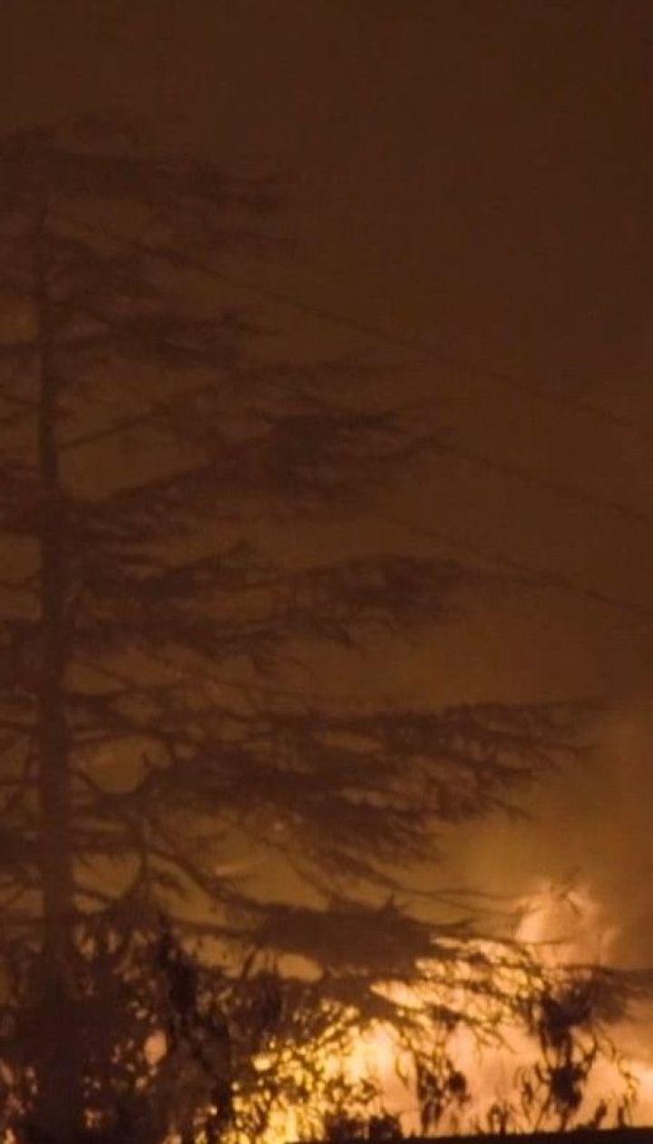 Пожежники намагаються приборкати вогонь у лісах Каліфорнії: тисячі людей евакуйовано