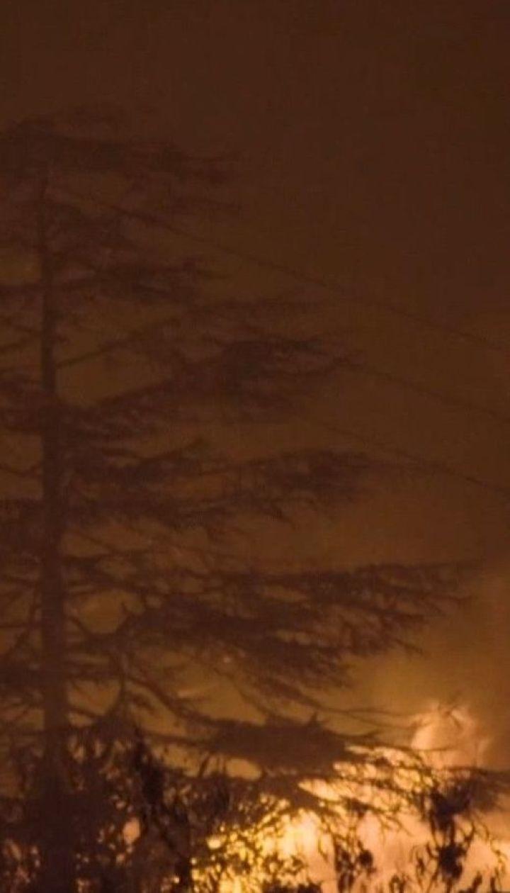 Пожарные пытаются потушить огонь в лесах Калифорнии: тысячи людей эвакуированы