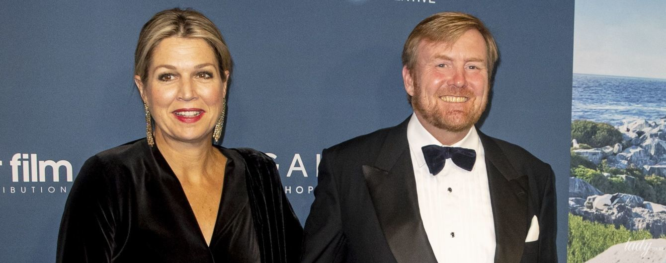 З глибоким декольте і штанях з паєтками: королева Максима з чоловіком сходила на прем'єру фільму