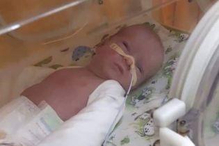 Родители крошечной Аринки просят помочь вылечить их дочь