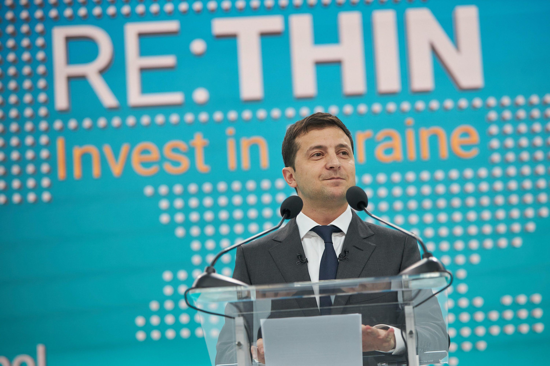Володимир Зеленський на інвестиційному форумі в Маріуполі