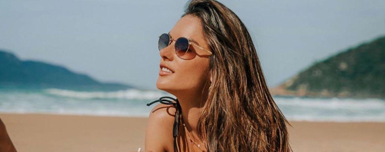Обожнює пляж: красуня Алессандра Амбросіо похизувалася фігурою в чорному бікіні