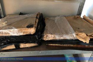 На Закарпатье мужчина пытался вывезти за границу детали военного вертолета