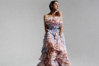 В красивом платье с обнаженными плечами: эффектная 55-летняя Моника Беллуччи в новом фотосете