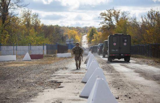 Виконання вимог Путіна під постійні обстріли: як українські війська та найманці РФ розводили війська на Донбасі