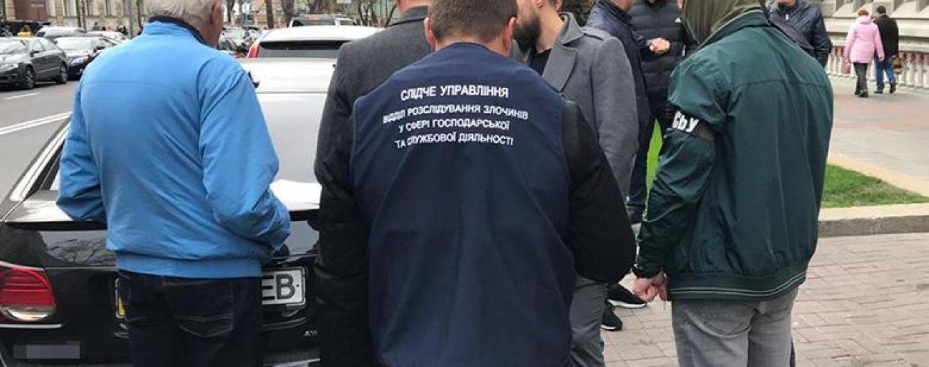 Главного специалиста НБУ задержали на взятке в $50 тысяч