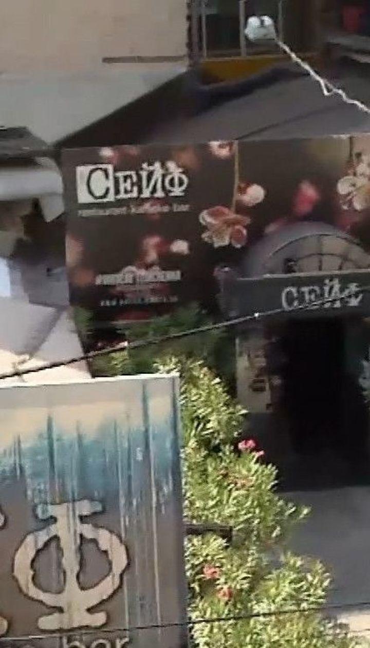 Жители дома в центре столицы жалуются на шум от ресторанов