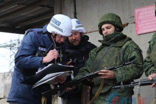 """У """"ЛНР"""" показали фото відведення бойовиків від Золотого"""