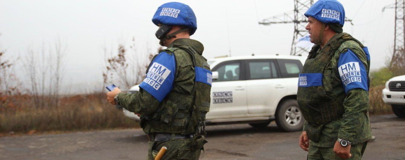 На лінії розведення військ у Золотому бойовики обстріляли житлові будинки