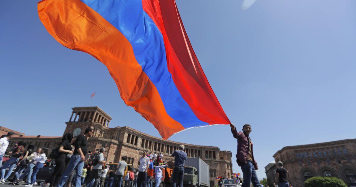 В Ереване демонстранты захватили здание правительства Армении