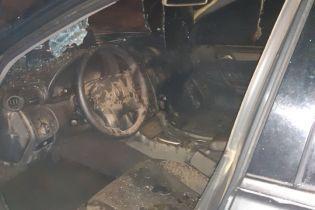 Во Львове в масштабном автопожаре обгорел элитный Мercedes