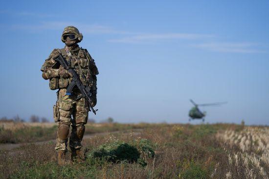Під час обстрілів на Донбасі загинув український військовий та двоє отримали поранення