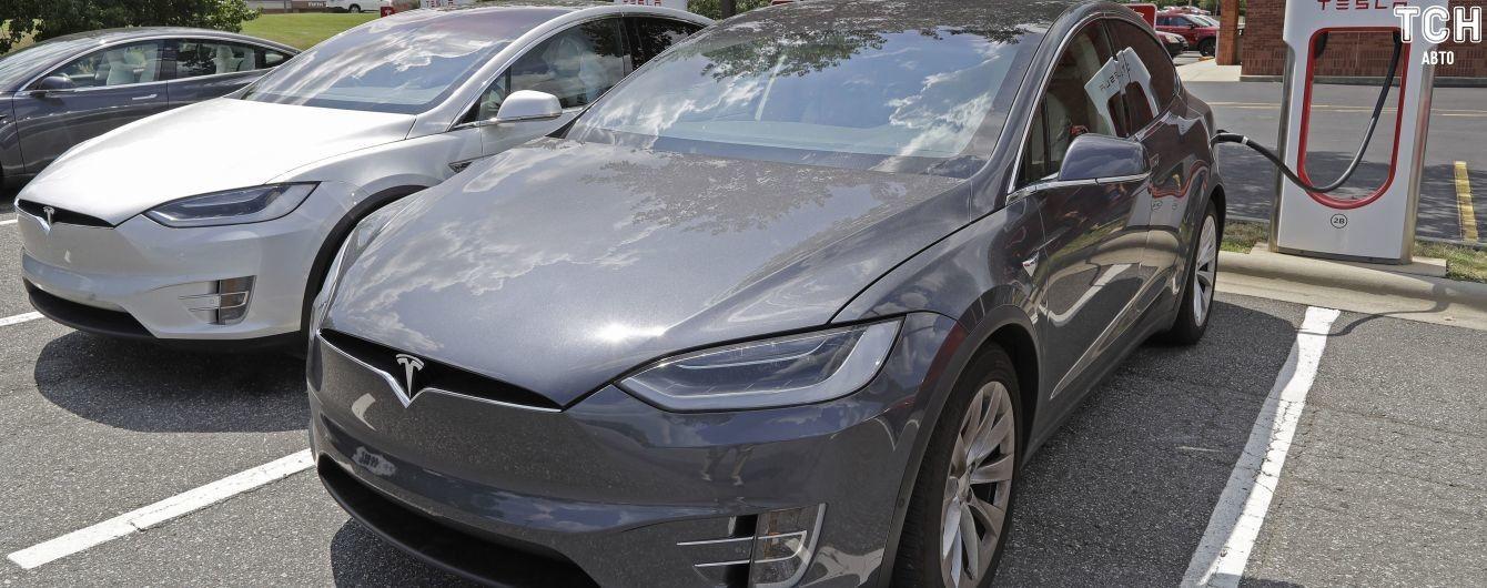 Илон Маск показал, как вскоре заговорят электрокары Tesla. Видео