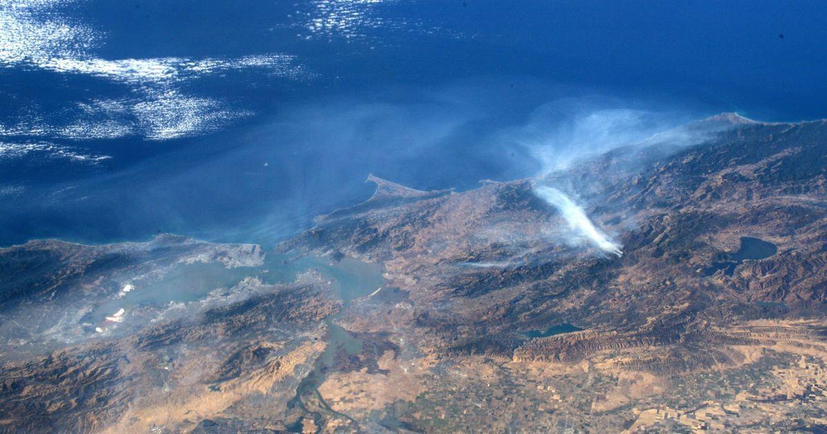 Який вигляд має масштабна пожежа у Каліфорнії з космосу. Дивіться фото астронавта NASA