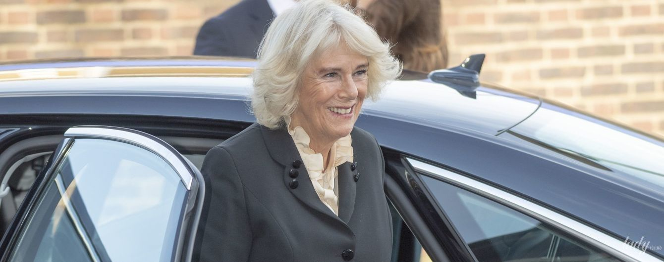 У плісованій спідниці та на підборах: ефектна герцогиня Корнуольська на заході в Лондоні