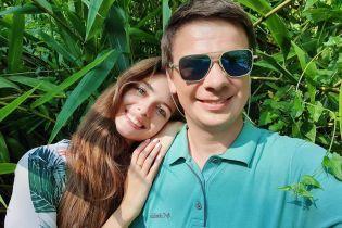 """""""Нереально повезло"""": Дмитрий Комаров поделился впечатлениями от приезда жены"""