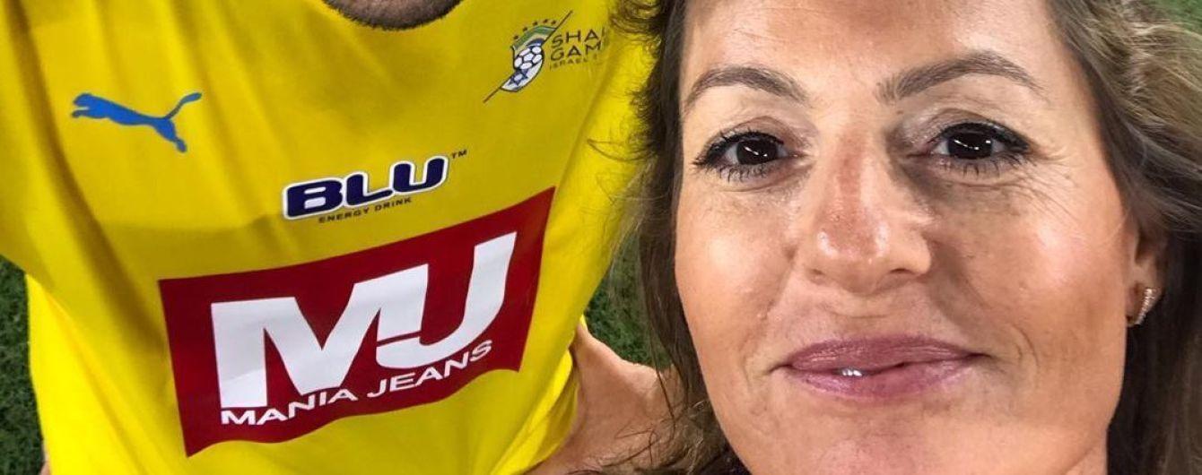 Женщина-арбитр выложила селфи с Кака, ради которого остановила футбольный матч