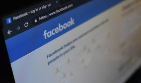 У роботі Facebook та Instagram стався глобальний збій: користувачі не можуть завантажити стрічку новин