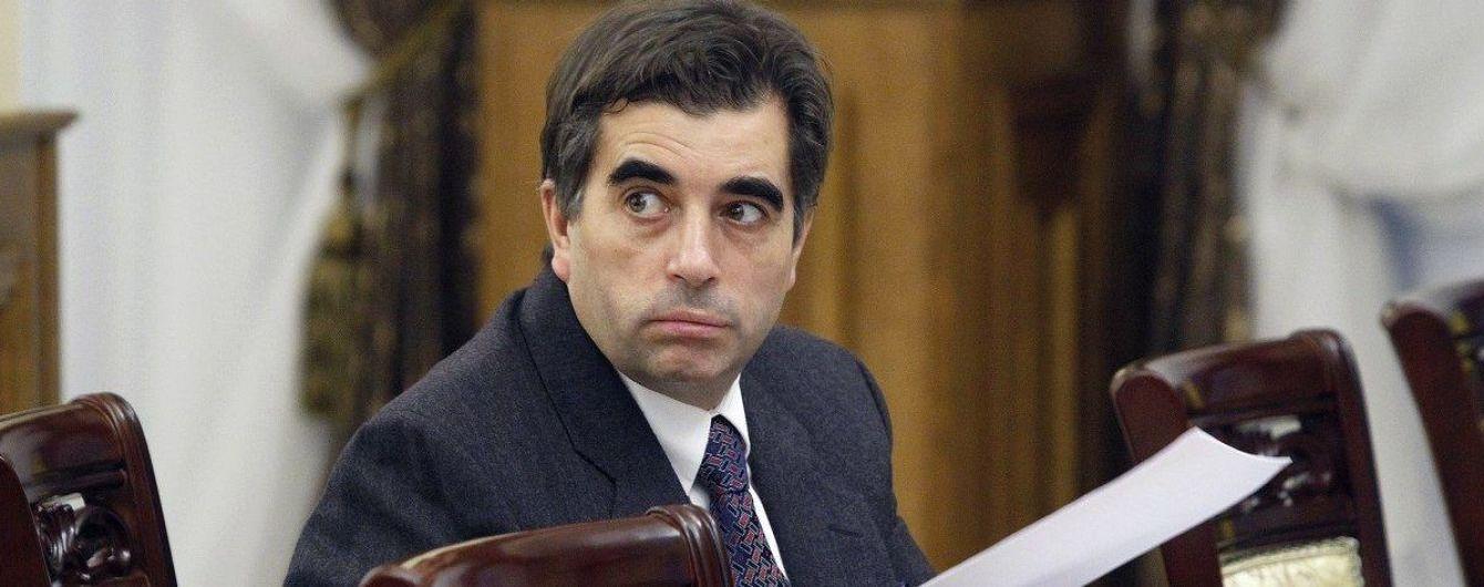 Столярчук просит Окружной суд восстановить его в должности замгенпрокурора