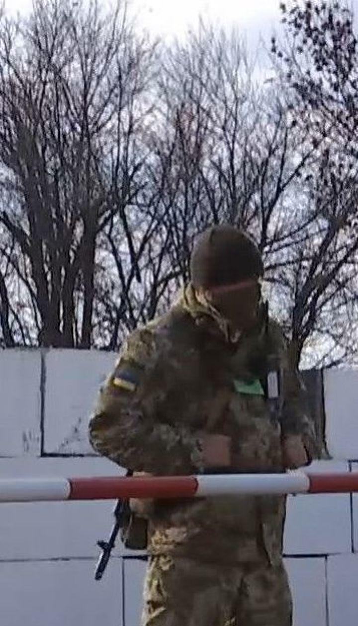 У Золотому триває розведення військ: копи патрулюють вулиці у посиленому режимі