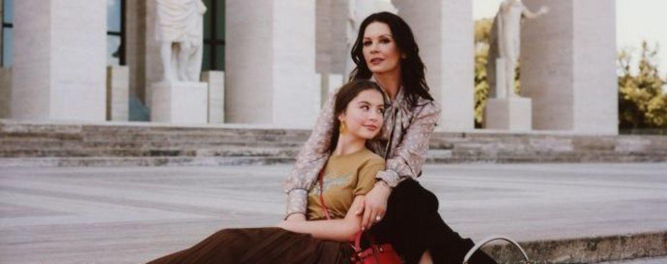 Кэтрин Зета-Джонс с 16-летней дочерью снялись в элегантной фотосессии