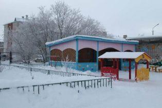 В Архангельській області РФ чоловік увірвався до дитсадка та зарізав маленького хлопчика