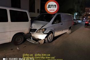 Пьяный водитель на Mercedes крушил машины в центре Киева