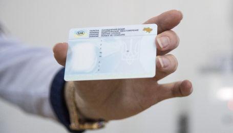 Сервисные центры напомнили, кому нужно заменить удостоверение водителя