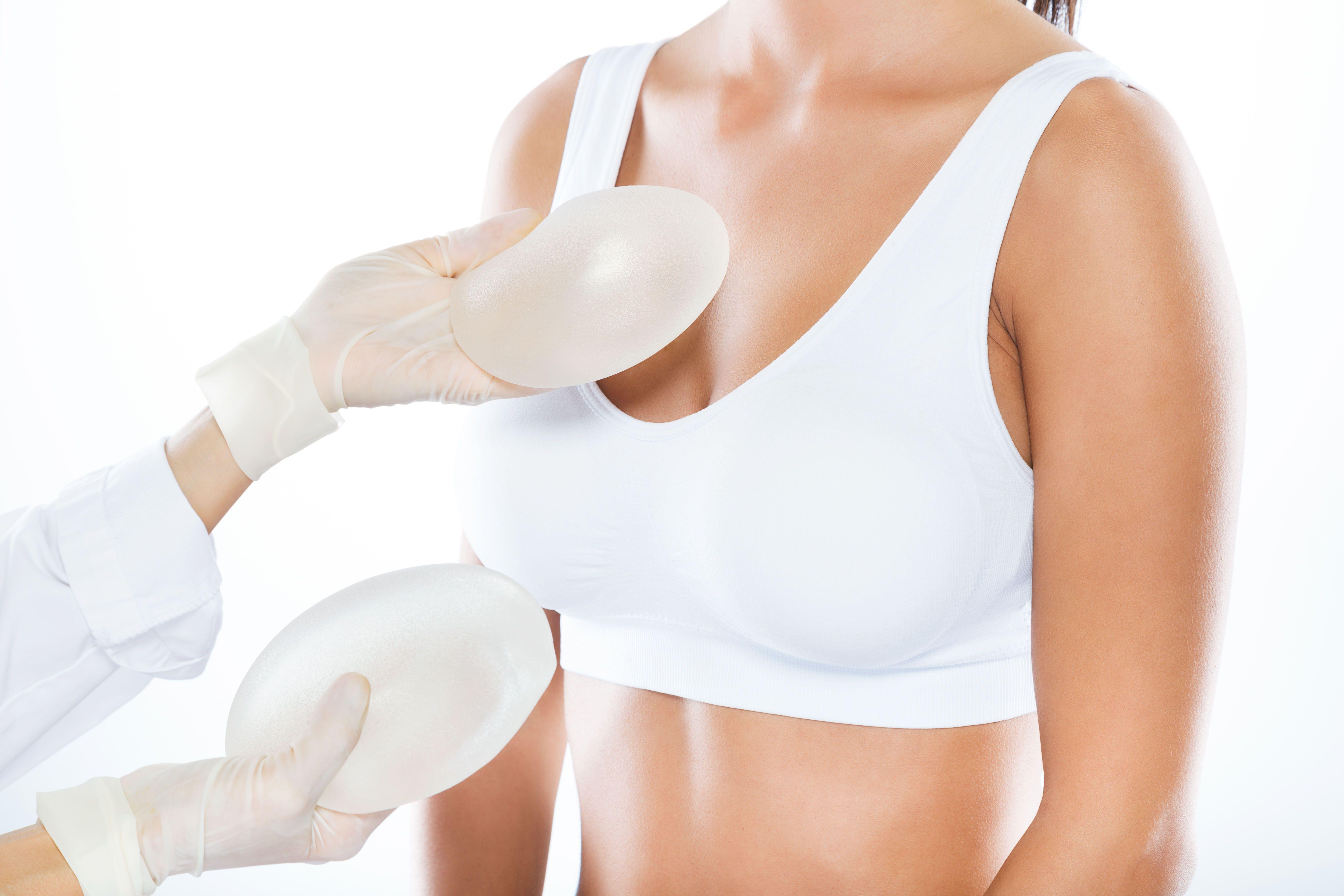 Імпланти, пластична операція, груди