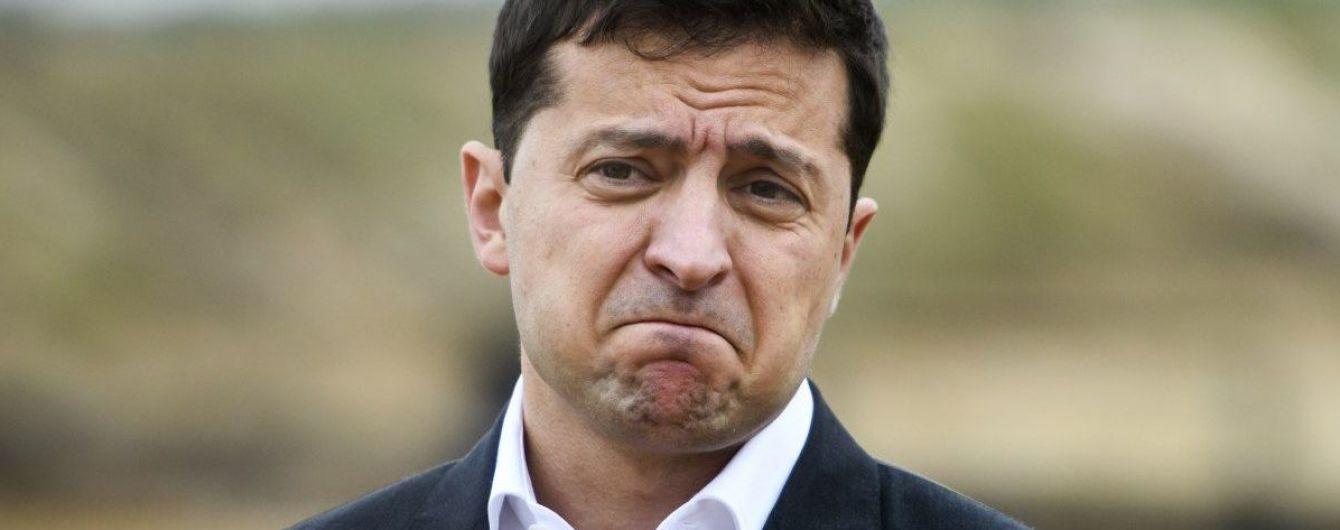 """Зеленський у Тернополі подискутував з активістами, які зустріли його криками """"Ганьба"""""""