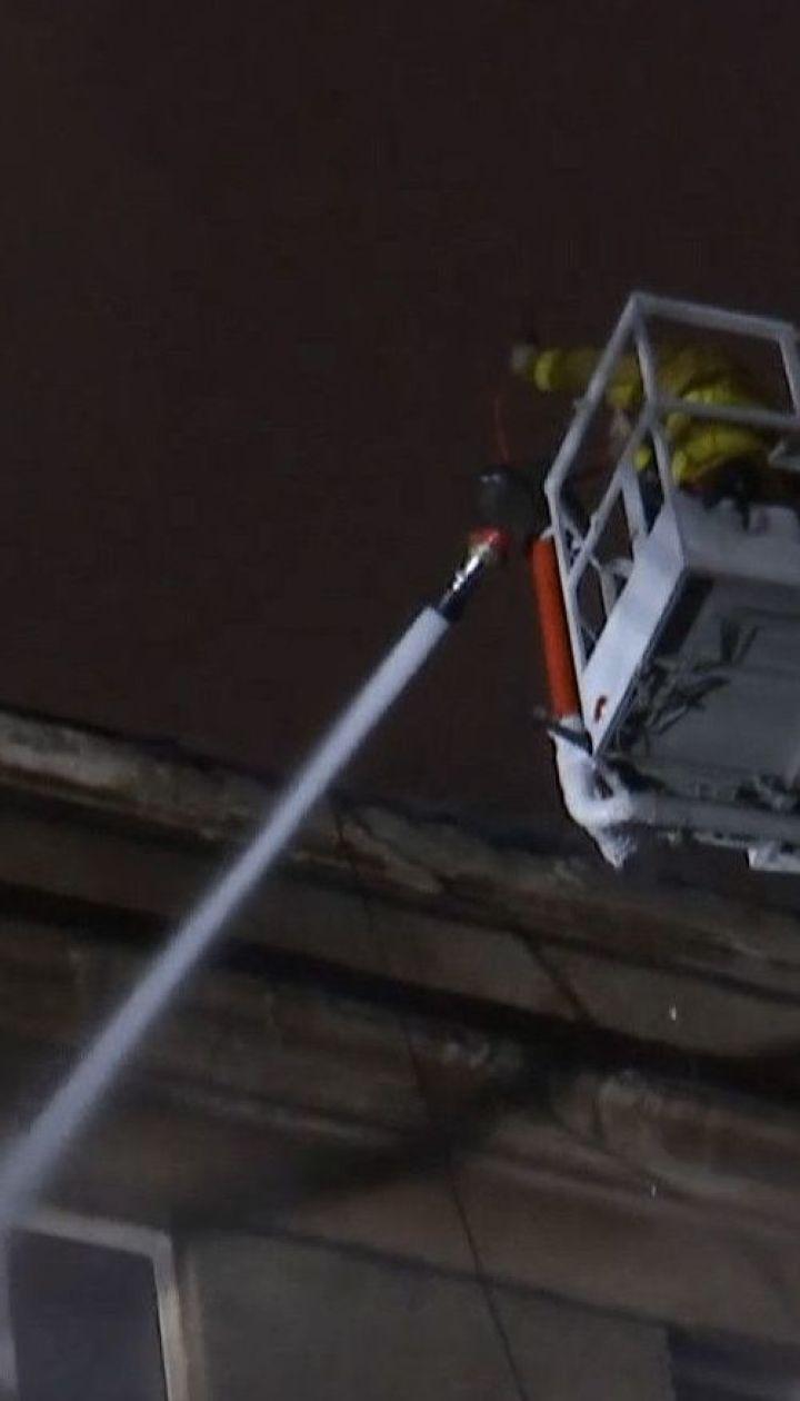 Без електрики й опалення: мешканці згорілого в Києві будинку оговтуються від пожежі