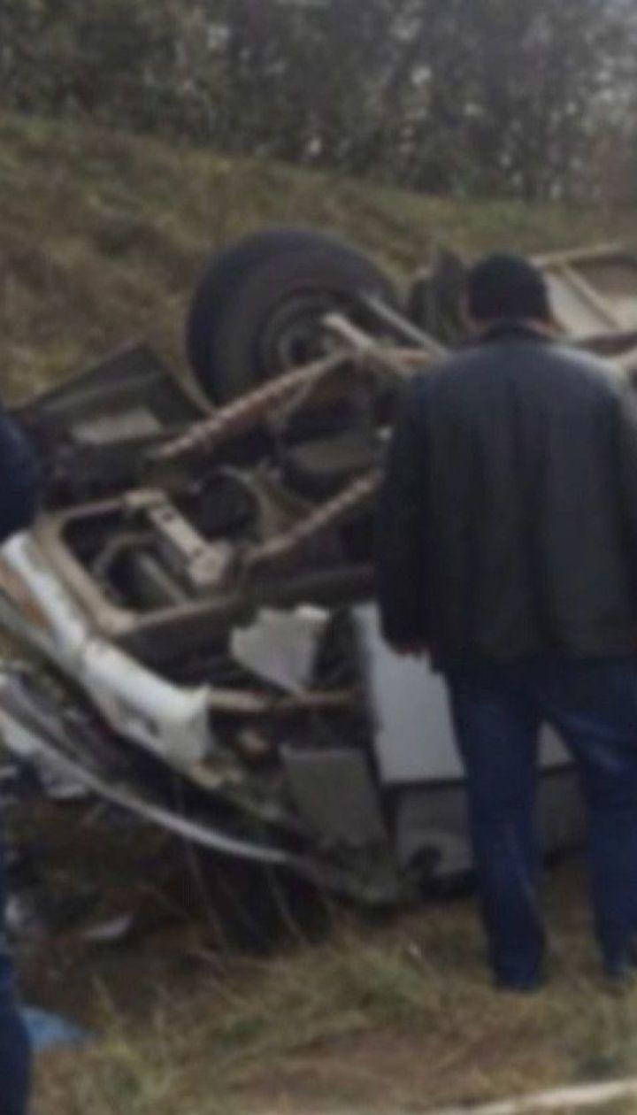 Рейсовый автобус перевернулся в Хмельницкой области: 13 человек получили травмы