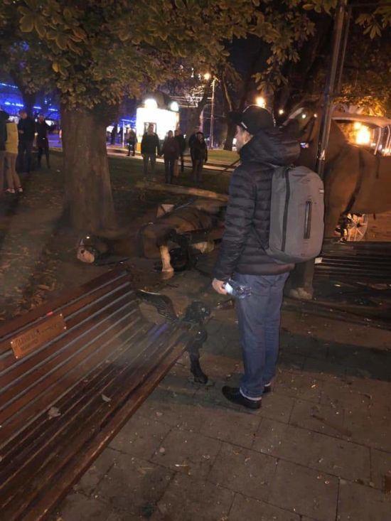 У Львові налякані коні вискочили на тротуар і сильно травмували підлітка