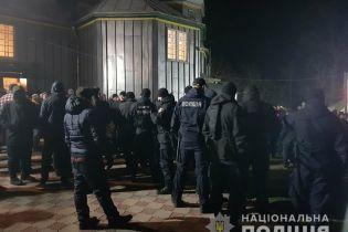 На Буковине верующие РПЦ пошли на жесткий конфликт с верующими ПЦУ