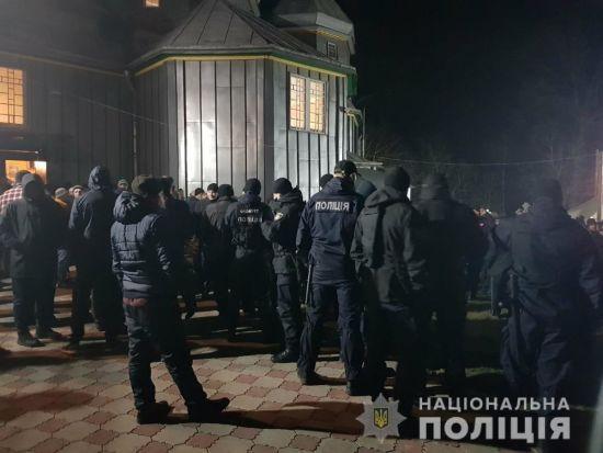 На Буковині віряни РПЦ пішли на жорсткий конфлікт із вірянами ПЦУ