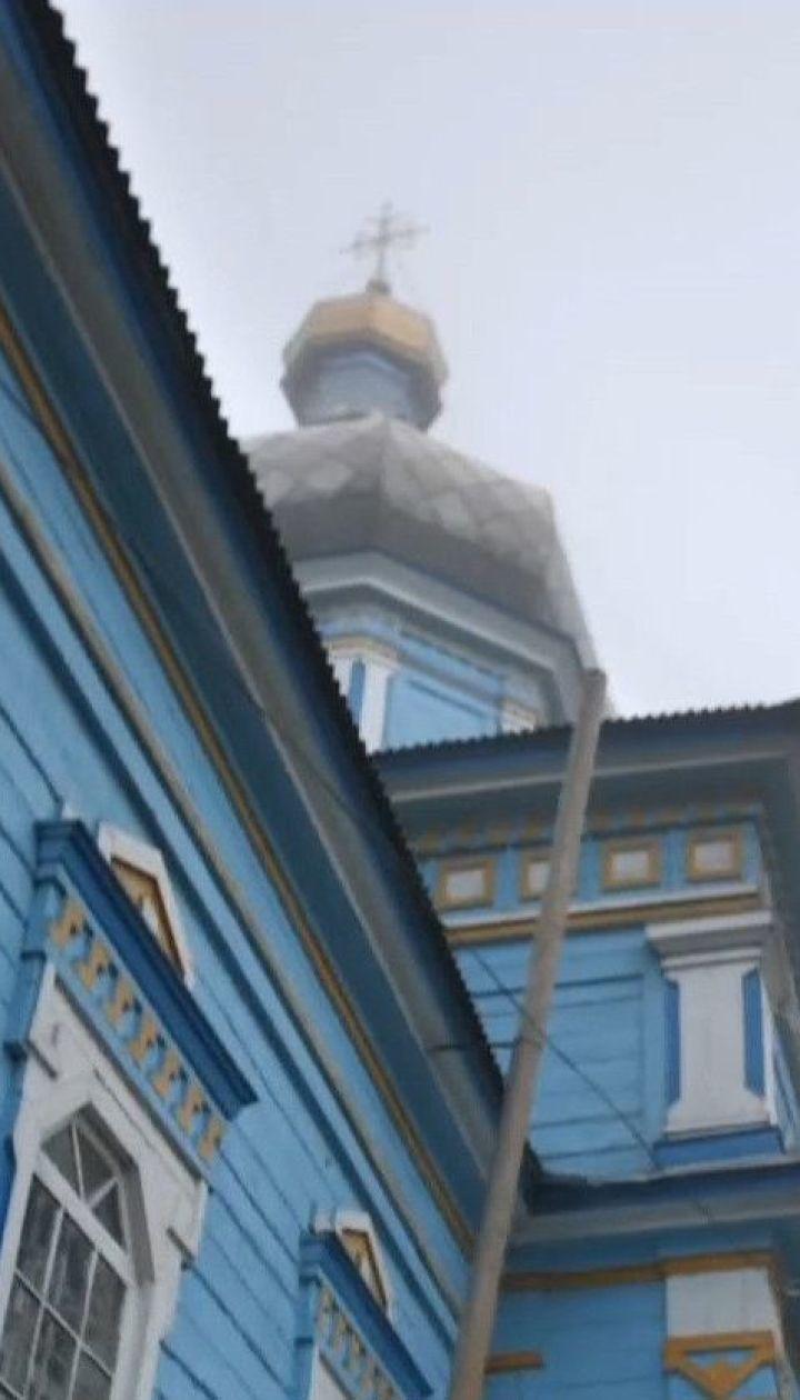 Поліційно-релігійний детектив на Вінниччині: чому віряни не можуть зайти до новоствореної української церкви