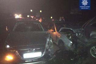 На трассе вблизи Киева столкнулись сразу шесть авто