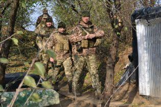 На Донбассе 16 обстрелов террористов: боец ООС ранен