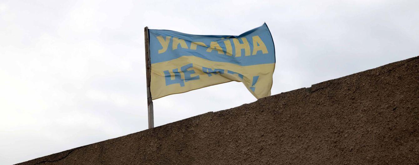 Керівник Луганщини розповів, які прапори висять у Золотому і Катеринівці