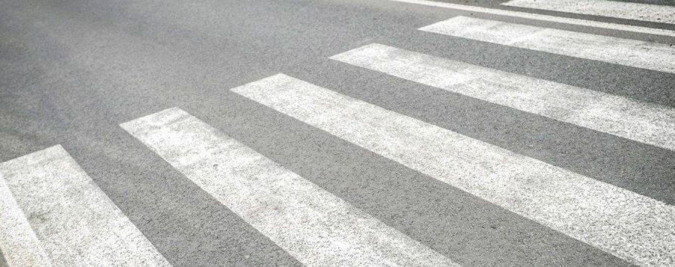 В центре Одессы полицейский на Lanos сбил женщину с ребенком