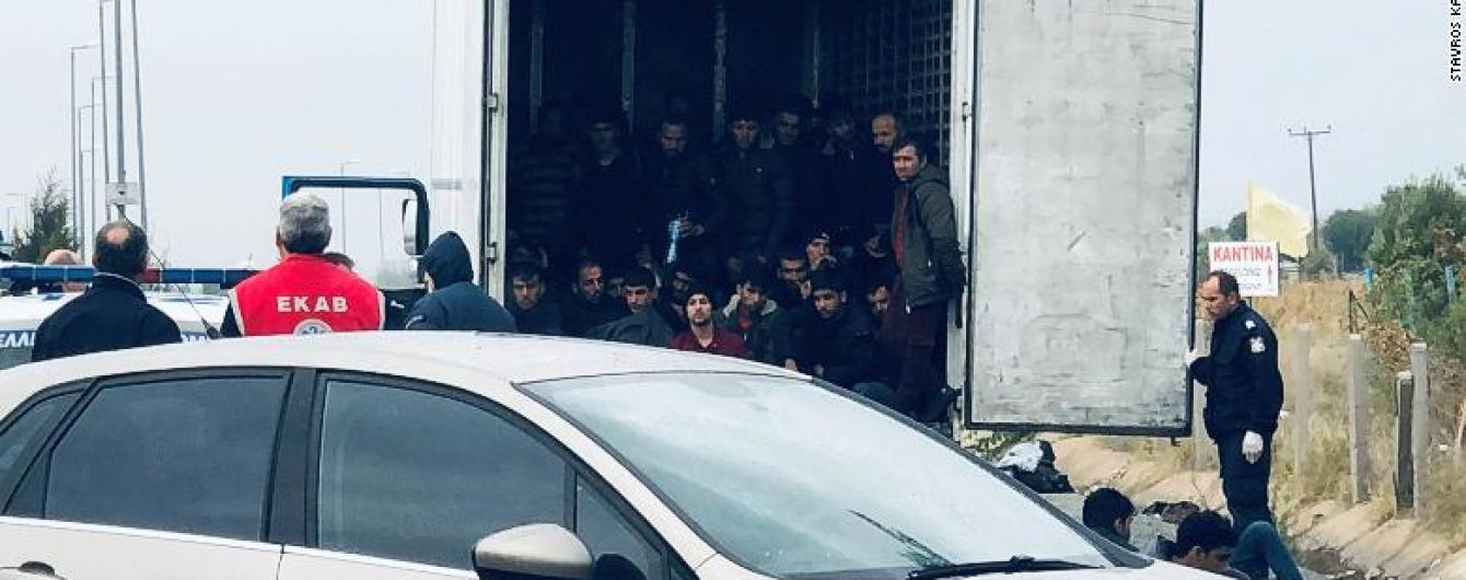У Греції у кузові вантажівки виявили 41 мігранта