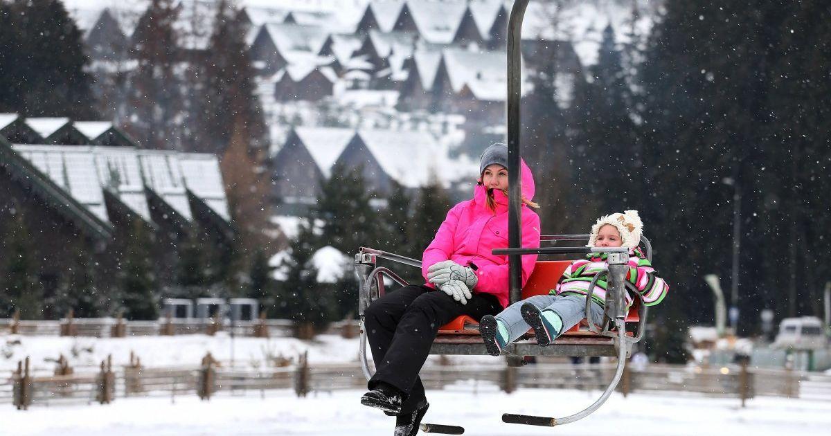 Українці вже підготувалися до новорічних свят: де вже заброньовано найкращі місця