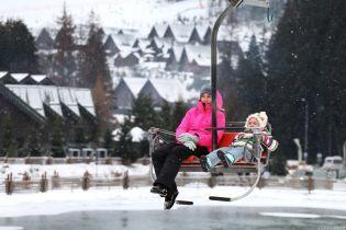 Украинцы уже подготовились к новогодним праздникам: где уже забронированы лучшие места