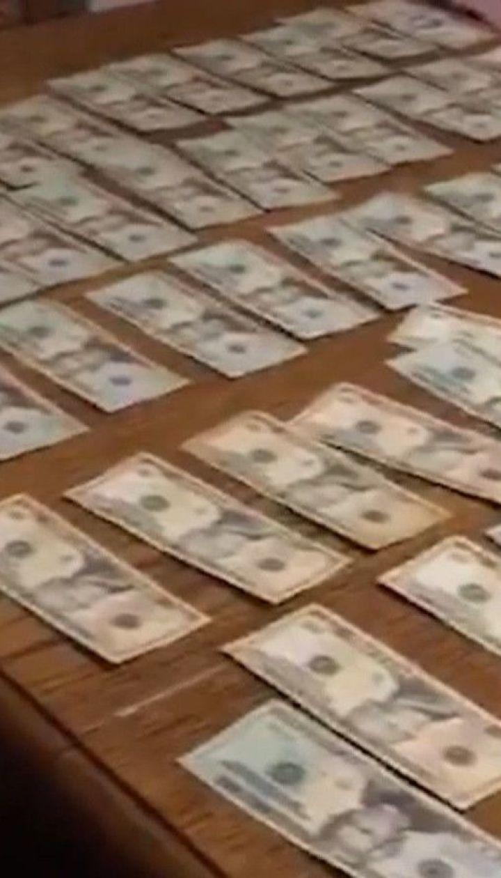 У Чернівцях викрили групу фальшивомонетників, які займалися збутом підробних американських доларів